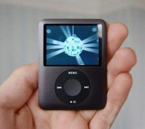 Ipod_nano_in_palm-300x266