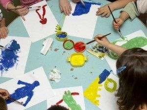 Kids-painting-in-daycare